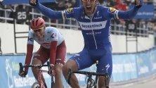 Проведе се 117 състезание по колоездене Париж- Рубе. Фотографията улавя победоносния момент на Филип Гилберт от Белгия при преминаването на финалната линия