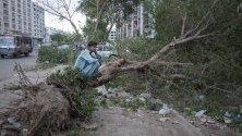Прахова буря удари града Карачи в Пакистан. Поради влошените времеви условия жертви трима загинали и няколко лошо ранени