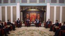 Среща на върха в Пекин, Китай между китайския министър –председател Ли Къцян и колегата му външния министър на Япония- Таро Коно