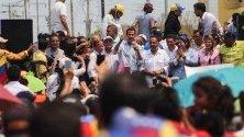 Венецуелския президент Хуан Гуайдо, признат като държавна глава от повече от 50 страни в целия свят , говори пред гражданите на щата Сулия, Венецуела.