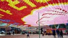 Будисти подготвят украсата във връзка с предстоящите празненства за рождения ден на Буда на 12 май, Сеул, Южна Кореа.