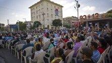 Граждани присъстват на отбелязването на 58 годишнина от кубинската революция на Фидел Кастро.