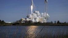 Снимка на Northrop Grumman Antares ракета, която беше изстреляна днес от Виржиния, Сащ. Ракетата на НАСА ще достави в космоса изследвания, провизии за екипажите и технологии.