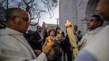 Религионзни палестинци вземат участие във Великата Събота по време на Великденските празници в църквата Der Al-Latin в град Газа, 20 април 2019 г.