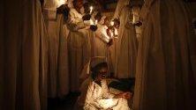 Бдение за Великден в църквата в бедняшкия квартал Кибера, Найроби, Кения.