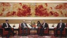 Китайски държавен съветник и външен министър Ван Йи и индийският външен- министър Виджай Кешав Гокхале присъстваха на среща в Пекин, Китай