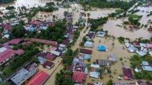Наводнение в Бангкулу, Суматра, Индонезия, 28 април 2019 г. Най-малко 17 души са загинали, девет други са изчезнали, а хиляди са били изселени след проливни дъждове, предизвикали наводнения и свлачища на индонезийския остров Суматра.