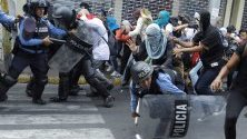 Демонстранти се сблъскаха с полицията по време на протест във връзка с образованието и здравеопазването, които завършиха в сблъсъци между протестиращите и полицията в Тегусигалпа, Хондурас.