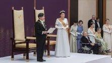 Новият император на Япония Нарухито и  императрицата Масако в Имперския дворец в Токио, Япония. Днес ще се състои корунуването на новия император на Япония.