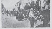 Пренасяне на останките на Гоце Делчев от къщата на Михаил Чаков в офиса на Илинденската организация.
