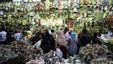 Търговците в Египет имат годишна традиция да назовават своите стоки на местни и чуждестранни знаменитости и значими събития преди постния месец на Рамадан, който се очаква да бъде на 05 май. Мюсюлманите по света празнуват свещения месец Рамадан, като се молят през нощта и се въздържат от ядене, пиене и сексуални действия през периода между изгрева и залеза.