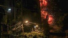Експлозия по време на въздушни удари в град Газа. Съобщава се, че пет палестинци са били убити, включително трима в израелски въздушни удари в ивицата Газа и двама по време на протести след петъчната молитва близо до границата с Израел. Израелската армия твърди, че почти 100 ракети са били изстреляни в този ден.