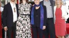 Ане Хатауей получи 2663-та звезда на Холивудската алея на славата в Холивуд, Калифорния, САЩ.