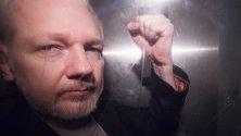 Съоснователят на Уикилийкс Джулиан Асанж, в затворен ван, напуска Кралския съд в Лондон, Великобритания. Медиите съобщават, че шведските прокурори трябва да обявят дали  ще се подновяви разследването по обвиненията в изнасилване срещу Джулиан Асанж.
