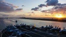 Самолетоносачът US Nimitz-класа USS Abraham Lincoln, преминава през Суецкия канал, зона на отговорност и интереси на САЩ.