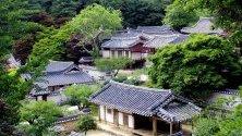 На снимката е показана Донам Сеоон, конфуцианска академия от династията 1362-1910 Хосеон, в Йонгьоп, провинция Северна Чола, Южна Корея, препоръчана като обект на световно наследство.
