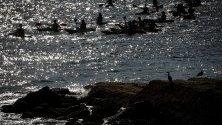 Гребци в залива Ла Конча в Сан Себастиан, Северна Испания.