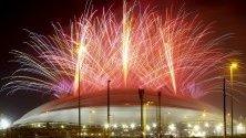 Огромни фойерверки по време на церемонията по откриването на Световно първенство по футбол в Ал Вакра, Катар.