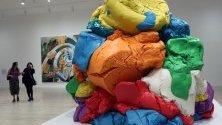 """Произведението """"Play-Doh"""" на Джеф Кунс е изложено по време на изложбата Naked Appearance: The Desire в музея Джумекс в Мексико Сити, Мексико."""