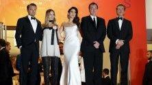Американският актьор Леонардо Ди Каприо, австралийската актриса Марго Роби, израелската певица Даниела Пик, американският режисьор Куентин Тарантино и американският актьор Брад Пит, по време на премиерата на филма Имало едно време в Холивуд по време на 72-ия годишен филмов фестивал в Кан, Франция. Филмът е представен на официалния конкурс на фестивала, който ще се проведе от 14 до 25 май.