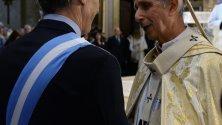 Aржентинският президент Маурисио Макри с кардинал Марио Поли в катедралата в Буенос Айрес, Аржентинa. Аржентина отбелязва годишнината  издаването на Декларацията за независимост от 1816 година.