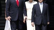 Американският президент Доналд Тръмп е на визита с японския император Нарухито в Имперския дворец в Токио, Япония. Политиците ще обсъдят важни въпроси, свързани с международния ред.