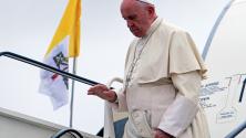 Папа Франсис пристига в Букурещ, Румъния. Посещението на папата се провежда 20 години след папа Св. Историческата визита на Павел II в Румъния, с мотото - Хайде да вървим заедно.