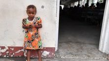 Поклонниците присъстват на служба в Евангелската църква в Южна море в Хониара, Соломоновите острови.