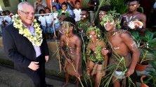 Австралийският премиер Скот Морисън по време на посещението си в католическото училище в Хониара, Гуадалканал, Соломоновите острови.