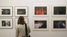 Изложбата В светлината на американския фотограф Джоел Мейеровиц, която се провежда в Мадрид, Испания. Събитието включва 98 снимки, показващи социалната, културната и политическата ситуация в Испания от 1966 до 1967 г.