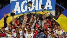 Играчите на Атлетико Юниор празнуват победата си след приключването на финалната среща на Лига Агила - Апертура между Депортиво Пасто и Атлетико Юниор в Богота, Колумбия.