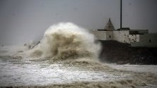 Изглед на арабското крайбрежие, по време на  циклона Ваю, Индия.