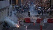 Протестиращите по време на митинг срещу законопроекта за екстрадиране в Хонконг, Китай. Законопроектът ще позволи прехвърлянето на бегълци в различни юрисдикции, с които Хонконг няма договор, включително и континентален Китай.