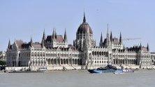 Гледка от пристанището Hableany в Будапеща, Унгария.
