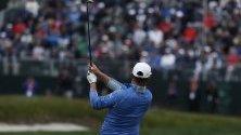 Гари Уудланд от САЩ удари осемнадесетата дупка по време на третия кръг на 119-тото Открито първенство по голф в САЩ. Турнирът се играе от 13 юни до 16 юни.