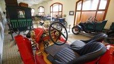 Моделът Ford T Speedster, произведен през 1915 г. показан на изложението за ретро автомобили в музея на двореца Фестетикс в Кещели, Унгария.Смятан е за първият достъпен модел на Ford, произведен за двама.