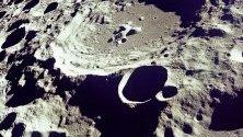 Разпечатка предоставена от НАСА, показва Кратер 308 на луната, гледан от орбита на 20 юли 1969 г. Годината 2019 бележи 50-та годишнина от първото кацане на луната, събитие, което се разглежда като връх в космическата програма на САЩ от 60-те години.