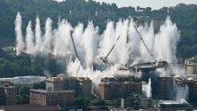 Взривеният мост Моранди в Генуа, Италия.
