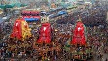 Фестивалът на колесниците – Ратха Ятра в  Пури, Индия.