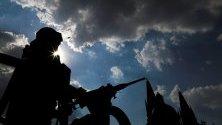 Членове на Националната гвардия патрулират по улиците на Гуадалахара, Халиско, Мексико.