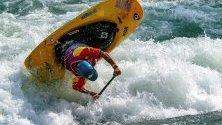 Французинът Tom Dolle в действие по време на финала на Световното първенство по кану и каяк в Испания.
