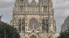 Изглед към катедралата Реймс, Франция.