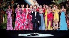 Венецуелският дизайнер Ханибал Лагуна по време на представянето на своята колекция пролет-лято 2020 по време на 70-тата седмица на модата Mercedes-Benz в Мадрид, Испания.
