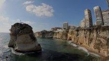Забележителната скала Raouche, където се провежда Световната серия на Red Bull Cliff Diving в района на Al-Rawche в Бейрут, Ливан.