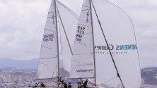 Лодки по време на третия ден от Световното първенство по ветроходство, Испания. Събитието събира почти 100 лодки и 500 моряци от цял свят.