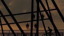 Мостът Лошвиц, известен още като Синьото чудо в Дрезден, Германия.