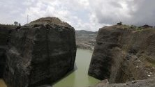 Изглед към района за добив на нефрит HpaKant, в щата Качин, Северен Мианмар. Той е известен с богатите си находища на скъпоценни камъни от този вид.