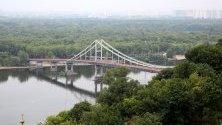 Мост над река Днепър , Киев, Украйна.
