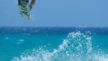 Reece Mysercough от Канада в действие по време на Световното първенство по кайтсърф 'Great Jump'  във Фуертевентура, Канарските острови, Испания.
