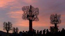 Фестивал Paleo, Нион Швейцария. Всяка нощ събитието приветства повече от 40 000 посетители на красивите поля с гледка към женевското езеро и Алпите.